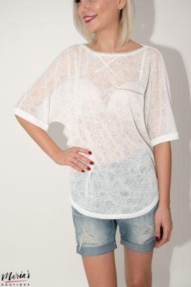 Bluză albă accesorizată cu mărgeluțe argintii