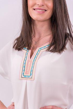 Bluză albă cu broderie aplicată