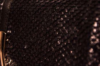 Poșetă plic neagră imitație solzi de șarpe