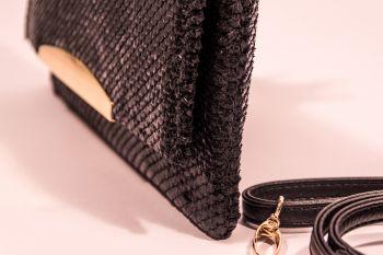 Poșetă plic neagră imitație solzi șarpe