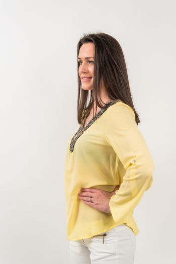 Bluză galbenă cu mărgele multicolore
