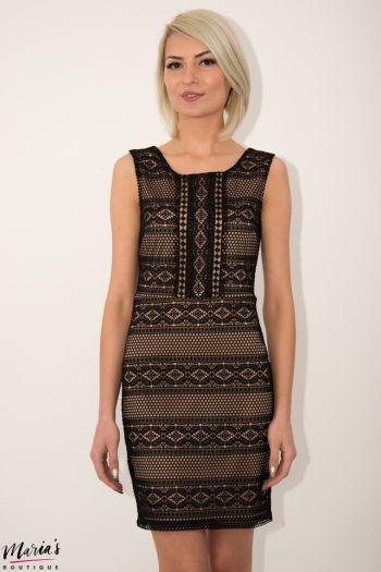 Rochie de seară din material croșetat de culoare neagră