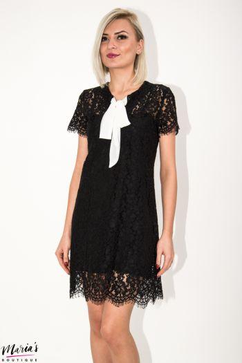 Rochie neagră din dantelă cu fundă albă