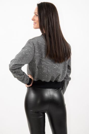 Bluză scurtă gri cu aplicații sclipitoare argintii