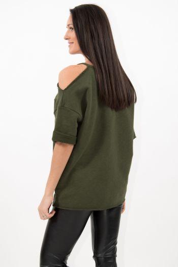 Bluză verde scurtă cu umăr decupat și broderie aplicată