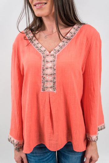 Bluză roz cu elemente brodate și mărgele
