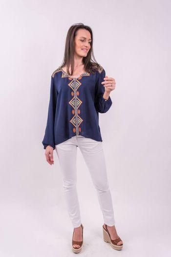 Bluză albastră cu broderie decorativă