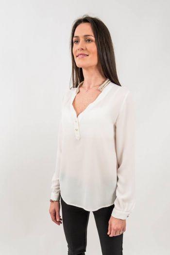 Bluză albă elegantă cu guler accesorizat
