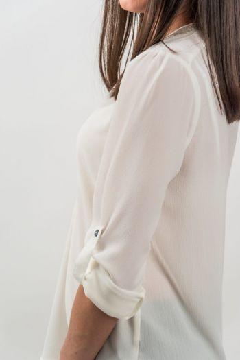 Bluză albă elegantă accesorizată cu margele