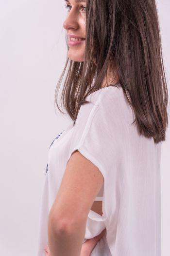 Bluză albă brodată cu ștrasuri aplicate